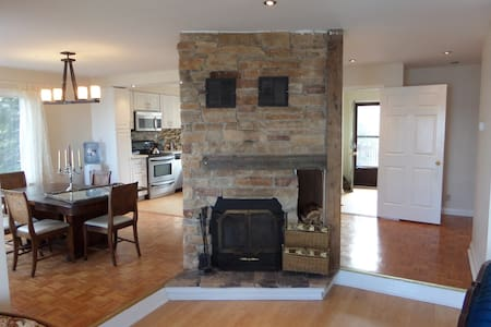 Lake Scugog Waterfront Cottage - Port Perry - House