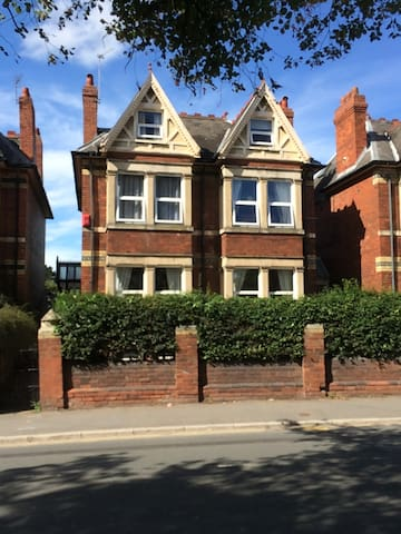 6 bed town house 2 minutes from centre of Hereford - Hereford