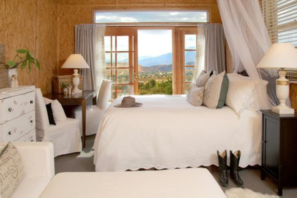 Peaceful Ranch Studio, with a Spectacular View of Mount San Jacinto from patio doors.