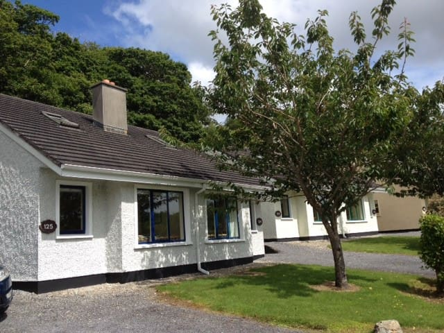 Woodland Haven, Clifden Glen. - Clifden - Maison