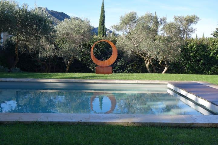 Villa, piscine chauffée privée, belle vue Alpilles