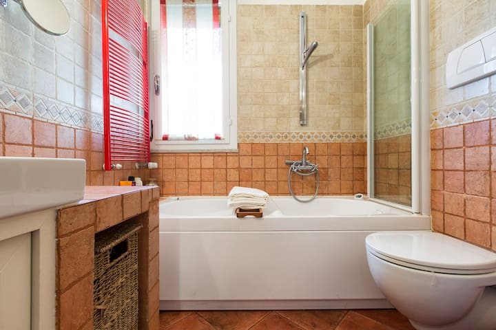 Bagno con vasca/doccia  idromassaggio