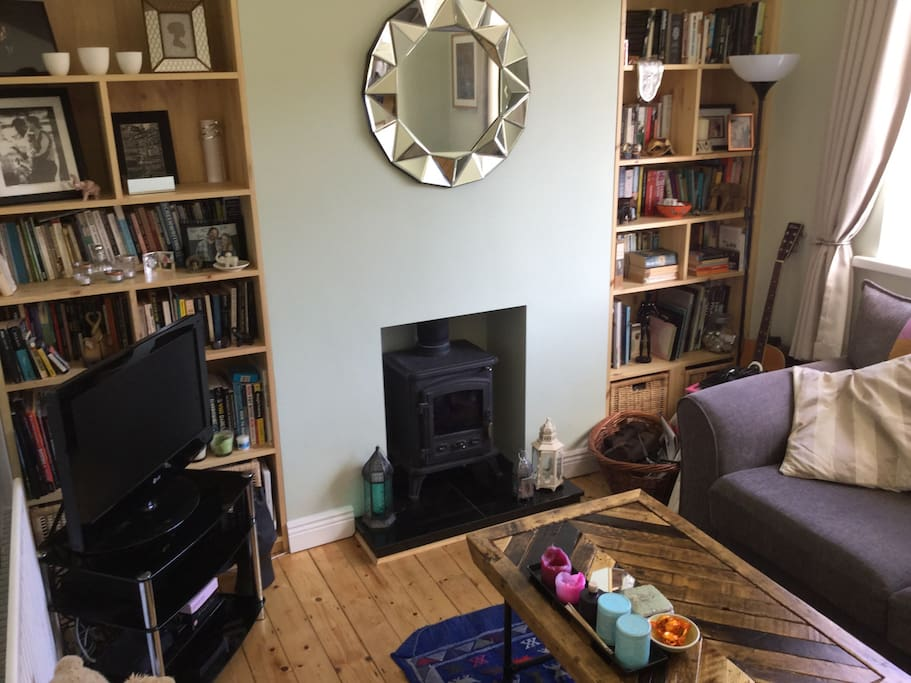 Cosy front living / TV room with stove fire
