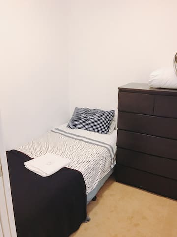 *FEMALE ONLY* Cosy room in Mantra building, CBD