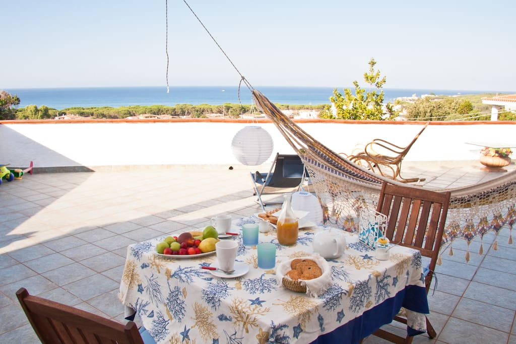 With terrace overlooking the sea