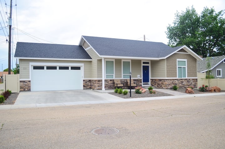 Beautiful 2 Bed/2 bath home in downtown Meridian