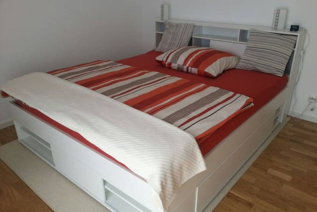 Large double bed (1,80 meters wide)