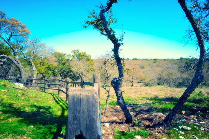 Hill Country Hideout - Fredericksburg - Ev