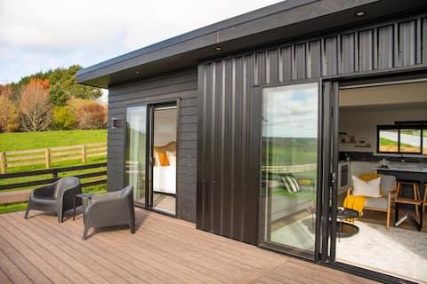 Morepork Range: Luxury accommodation & rural views