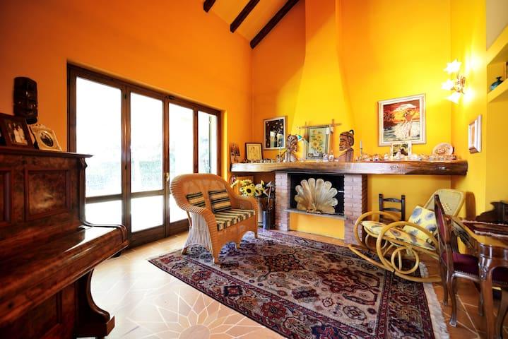 camera privata (3 p.) in villa - Cerro Maggiore