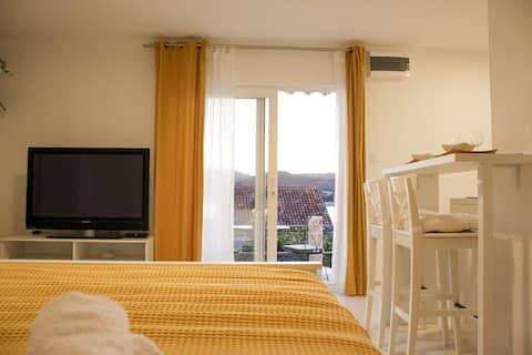 Cozy Seaview Studio Apartment in Vis