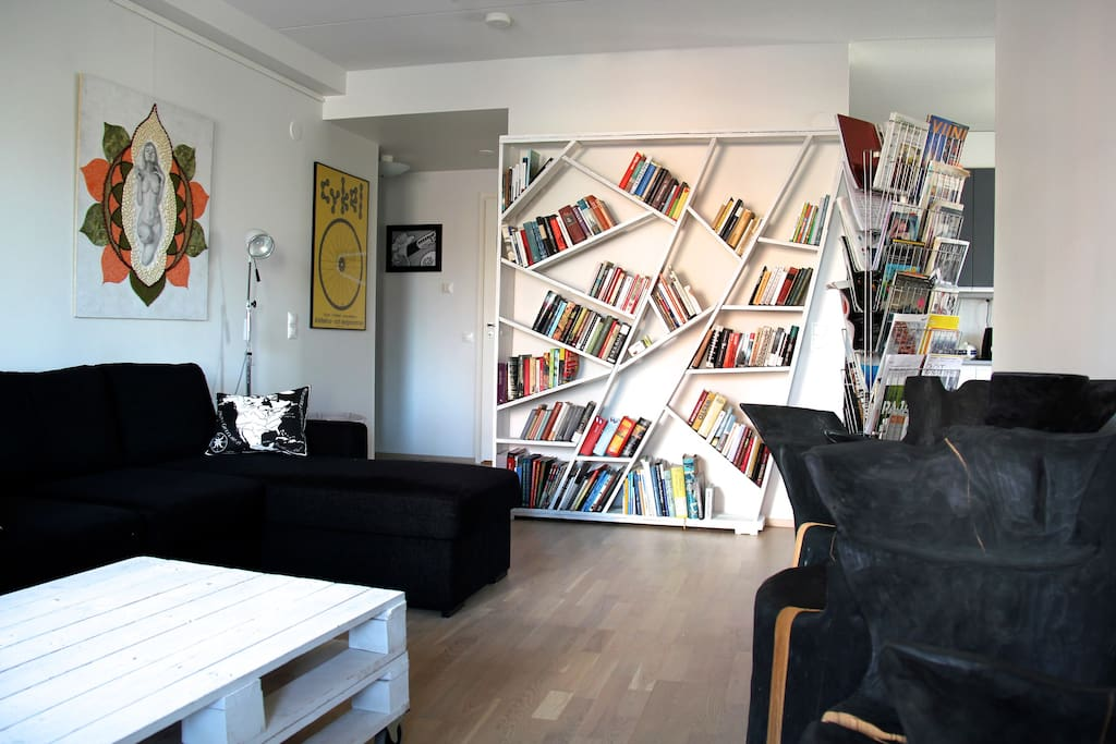 The living room. Comfortable sofas, chairs made of tree trunks and a lot of magazines and books!