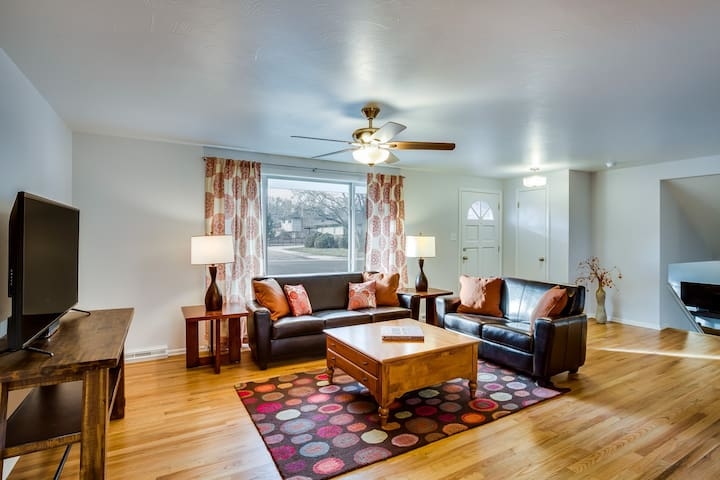 At just under 2000 square feet, there is plenty of room for large groups or room for a couple or small family to spread out and enjoy their separate spaces.