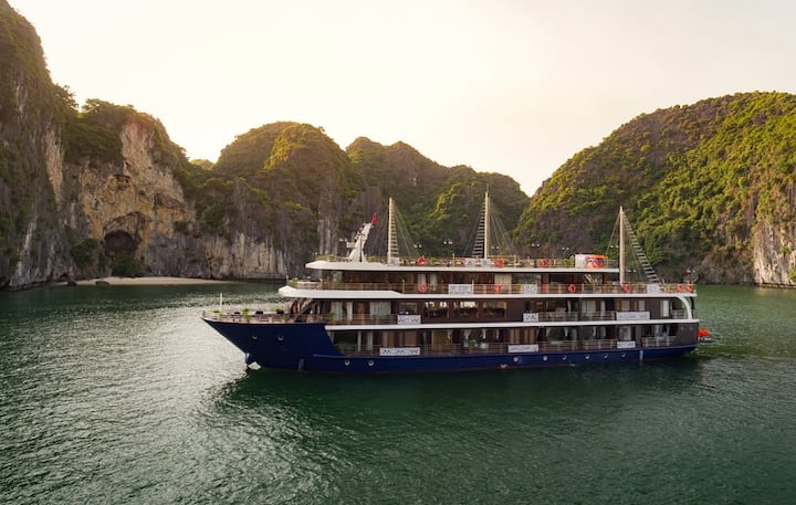 Halong 4 Star Cruises travel to Lan Ha Bay