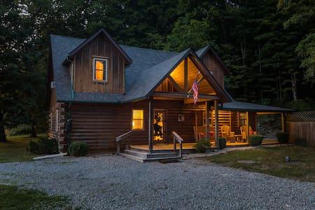 Cozy Bear Cabin *5 Star Clean* Hot Tub Pool Table