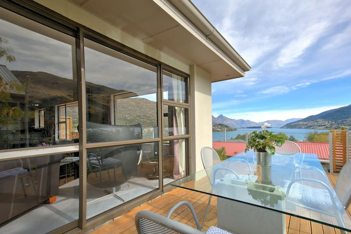 The Lake House - Queenstown - Huoneisto