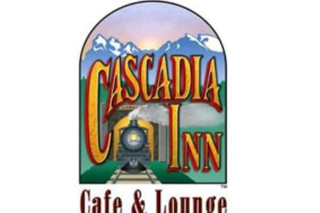 Cascadia Inn Skykomish, room with private bath&TV