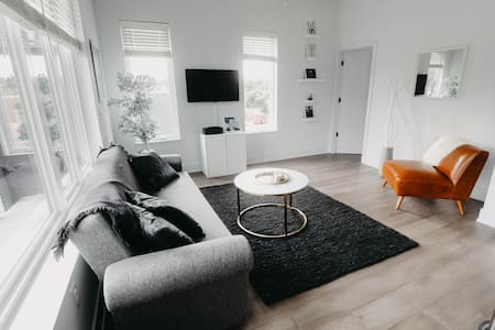 2BR Luxury Apartment in Forest Hill/Richmond