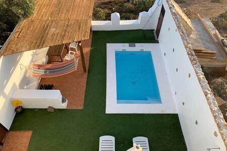 Villa con piscina en el paraíso.