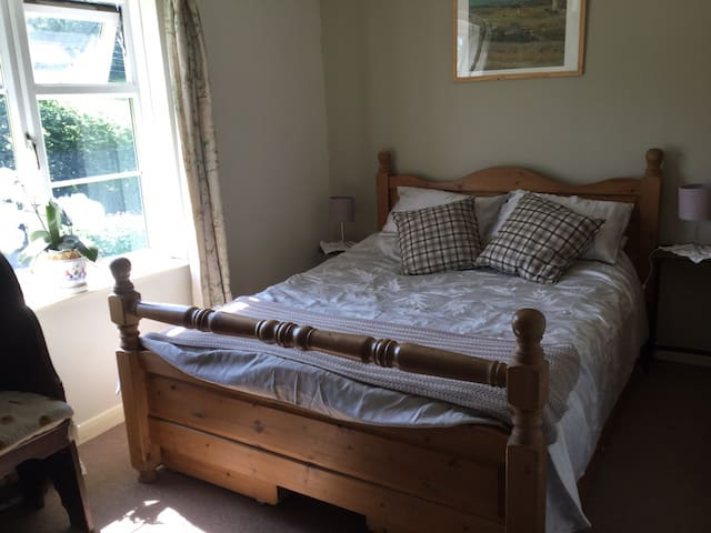 Bed and breakfast on edge of Exmoor for 3/4 people