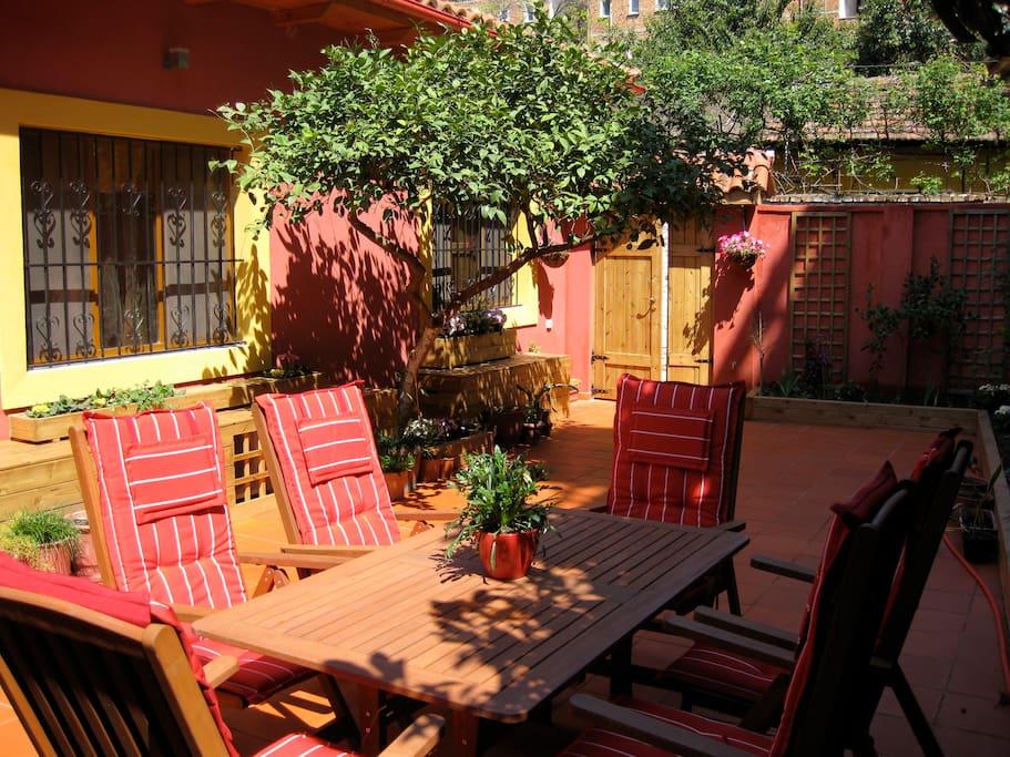 tirana patio 2 home away from home h user zur miete in tirana tirana albanien. Black Bedroom Furniture Sets. Home Design Ideas