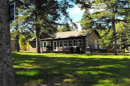 RARE  in Clear Lake, townsite, Cabin max 7pp