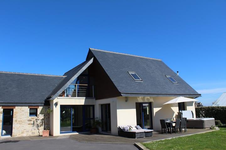 Meerblick Strand-Villa privates Hallenbad Jacuzzi