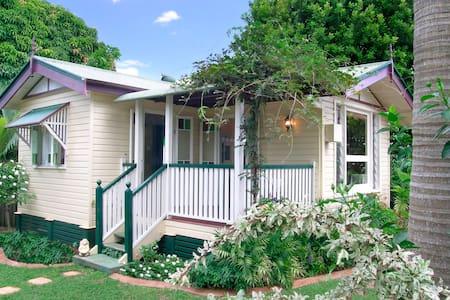 Flora Alba Cottage - Maryborough