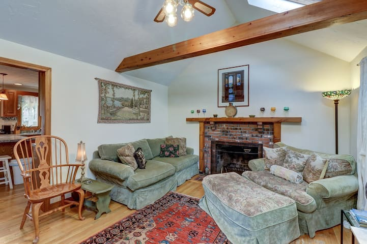 Cozy Cape Cod getaway w/ screened porch & firepit - two miles to the beach!