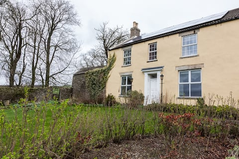 Daisy Room @ Newlands Hall farmhouse Weardale