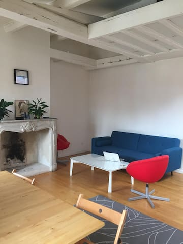 Big studio flat in the heart of Paris