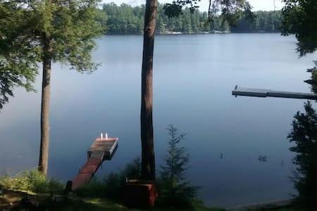 Quiet hideout on Prospect Lake, Sleeps 6 - Bracebridge - Haus