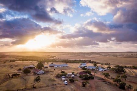 Oakabella Homestead Private Farm Caravan 2