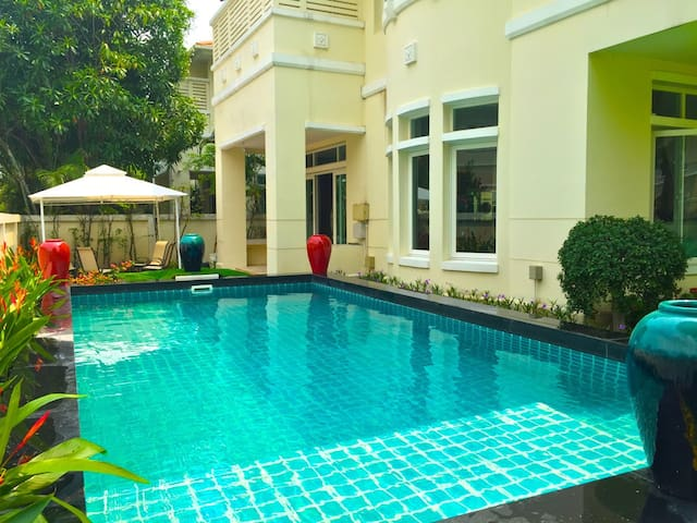 BANGKOK 5 BEDROOM PRIVATE POOL VILLA - Nonthaburi - Villa