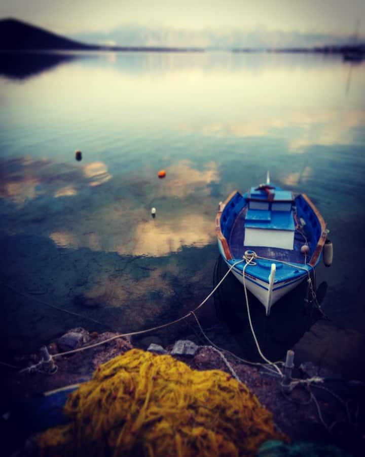 A Strategic Base to discover Crete Island
