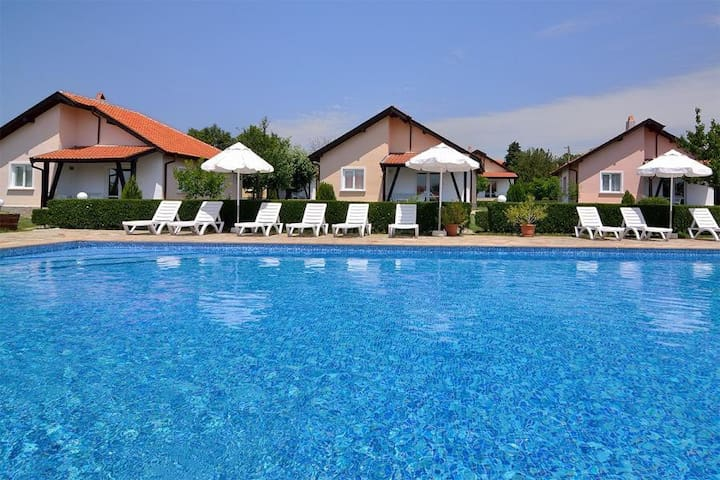 3-bed holiday house with pool for rent in Bulgaria
