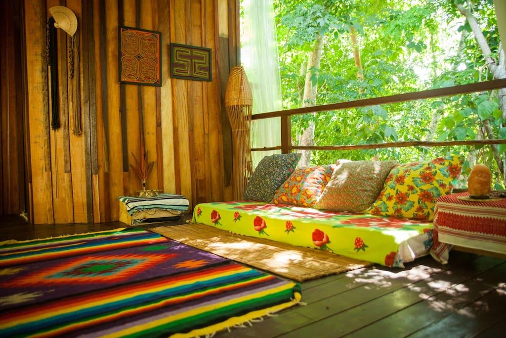 Lounge que também pode ser usado como cama, no caso de aluguel da casa toda.