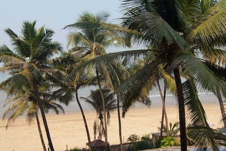 Home by the Beach!! Feel the Waves - Bombay