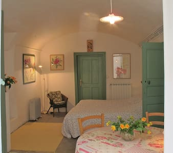 Nicolas's charming and poetic room - Saint-Hippolyte du Fort