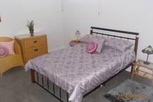 (2) Queen bedroom