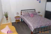 (2) Queen bedroom .