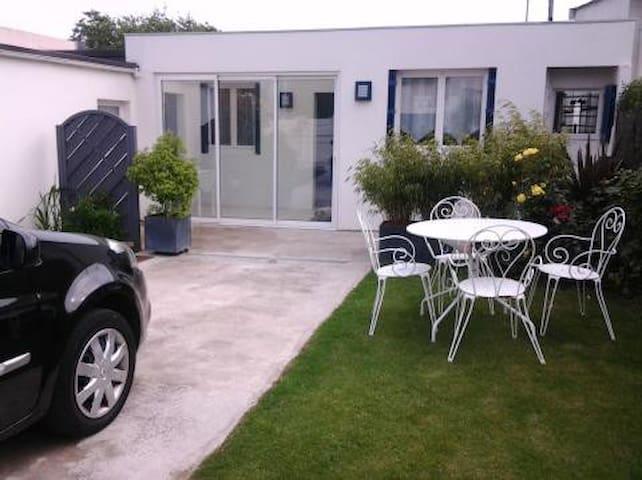 petite maison de pecheur - Larmor-Plage - Dům