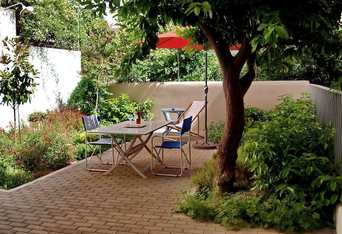 Stylish house & amazing garden near Athens center!