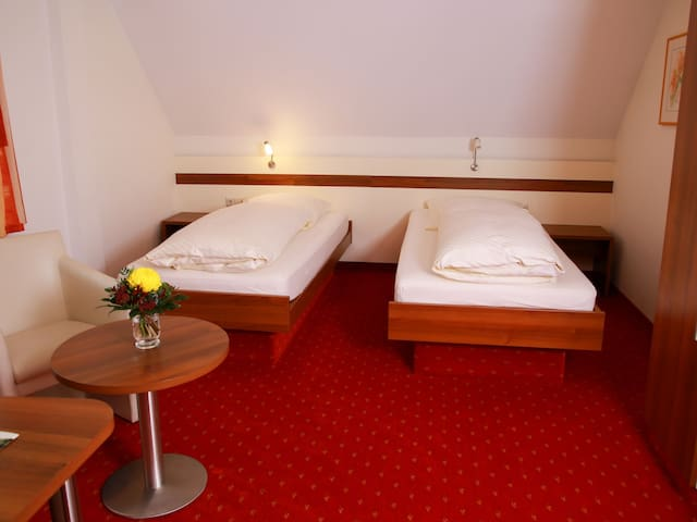 Gästehaus Gühring, (Rosenfeld), Zweibettzimmer mit Dusche und WC