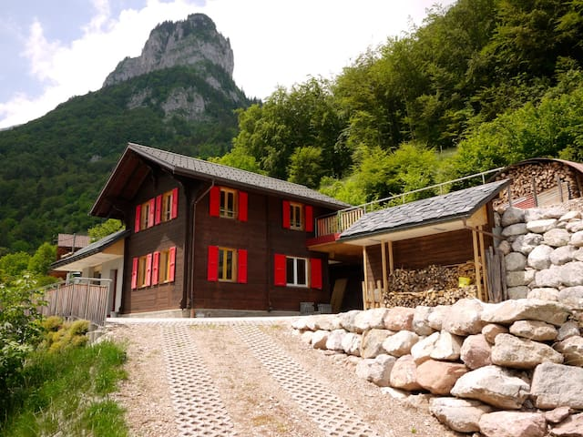 Renovated cottage for 2-9 people - Vouvry - Chalet