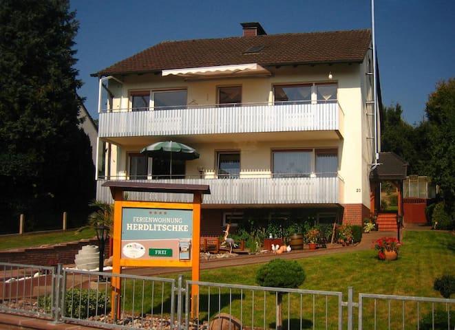 Haus Herdlitschke 2 / große Wohnung für 2 bis 6 Personen im Luftkurort Polle am Weserradweg mit kostenlosem WLAN