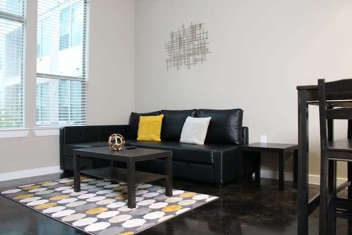 ★★Cozy apartment River Oaks/Galleria/Post Oak ★★