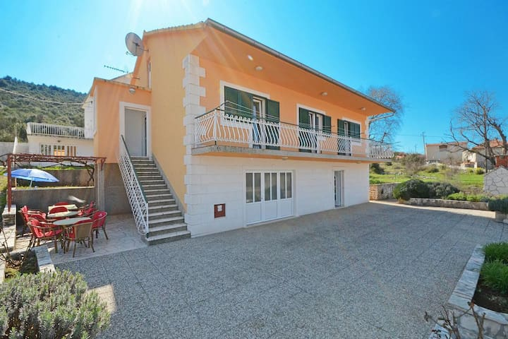 One bedroom apartment with air-conditioning Marina (Trogir) (A-11554-a)