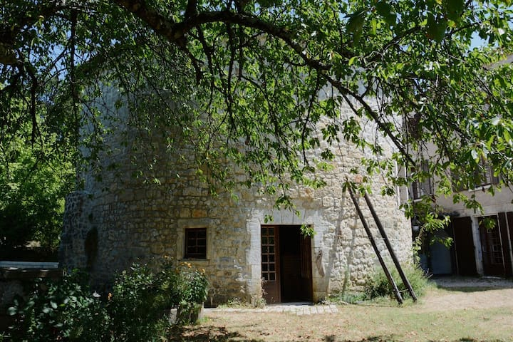 Tour d'un ancien Moulin du XV siècle - Pranzac