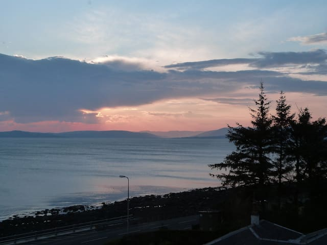 2 Bedroom Flat with Spectacular Views - Largs